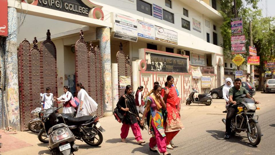 The scene in the immediate vicinity of RG Girls PG College in Meerut is the same as before the Anti-Romeo drive.