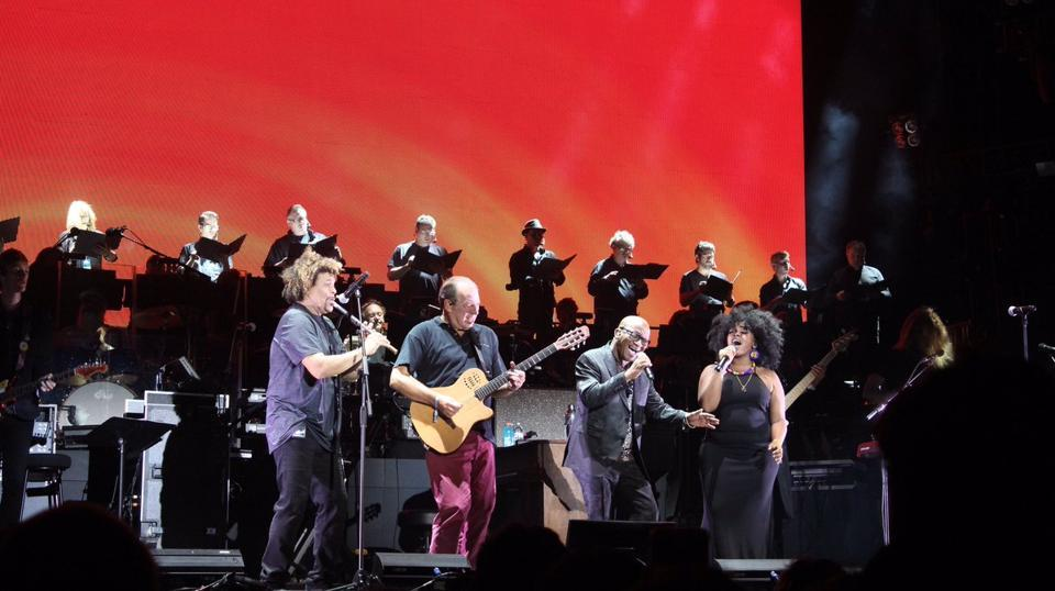 Zimmer performing The Lion King theme.