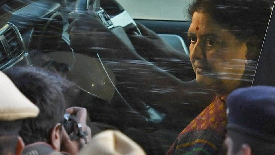 AIADMK general secretary VK Sasikala arrives at the special court in Bengaluru to surrender after she being convicted in a disproportionate assets case on February 15, 2017.