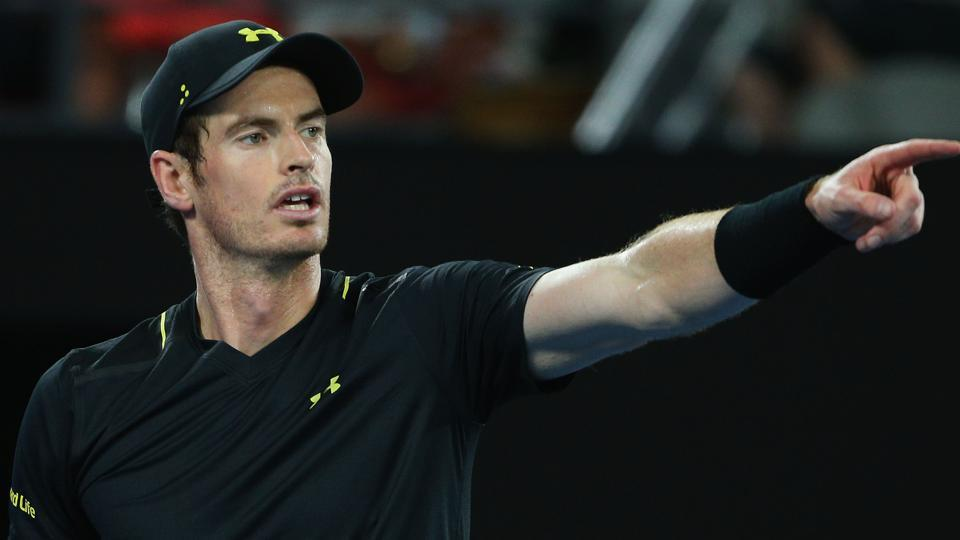 Top-ranked Andy Murray defeated Gilles Muller 7-5, 7-5 to advance to the third round of Monte Carlo Masters.