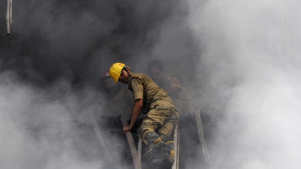 fire in Noida,six dead,six burnt to death