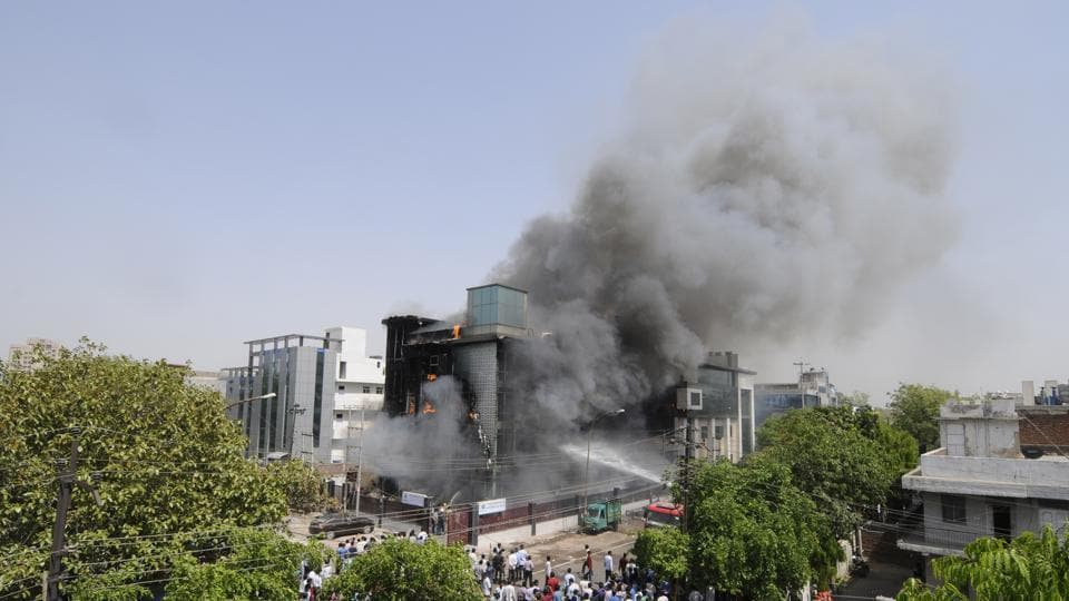 Noida fire,six dead,six burnt to death