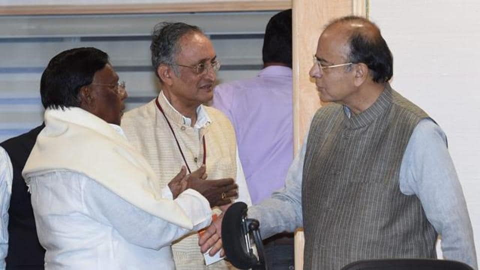 Finance minister Arun Jaitley (R) with West Bengal finance minister Amit Mitra (centre) and Puducherry CM V Narayanasami, New Delhi. (File Photo)