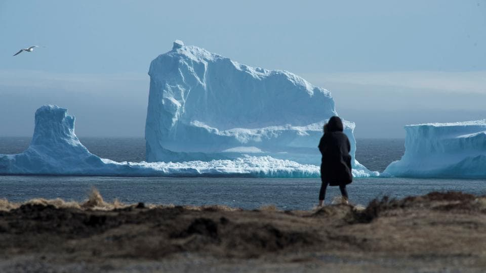 People have been stopping to see the iceberg which first appeared last week on the Southern Shore. REUTERS/Greg Locke (Greg Locke / REUTERS)