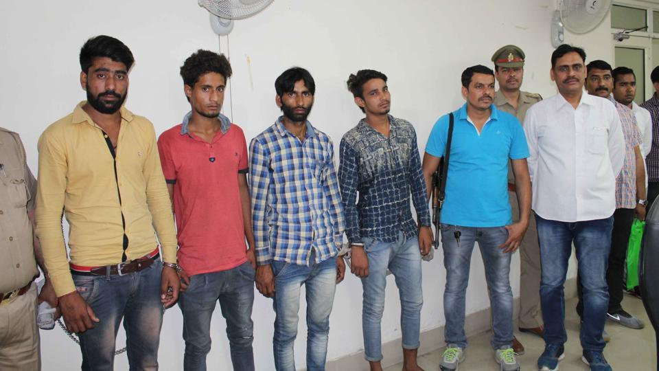 According to the SP, the arrests were made following a tip-off that a group of robbers were fleeing after stealing a Maruti Ritz from Kasna.