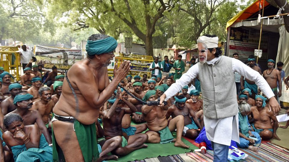Tamil Nadu farmers stage a protest where they can been seen whipped by a man dressed as Prime Minister Narendra Modi.  (Mohd Zakir/HT PHOTO)