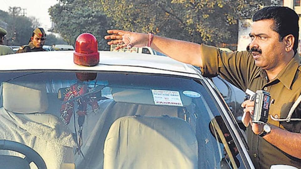 The cabinet has decided to ban the use of red beacons from VIP vehicles.