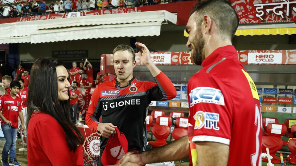 Preity Zinta in conversation with Glenn Maxwell of Kings XI Punjab and AB de Villiers of the Royal Challengers Bangalore. (BCCI/Sportzpics)