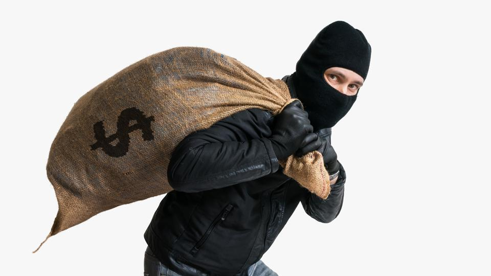 Robbers snatched a suitcase of a 29-year-old businessman that contained $3.5 million dollars in Japan on April 20.
