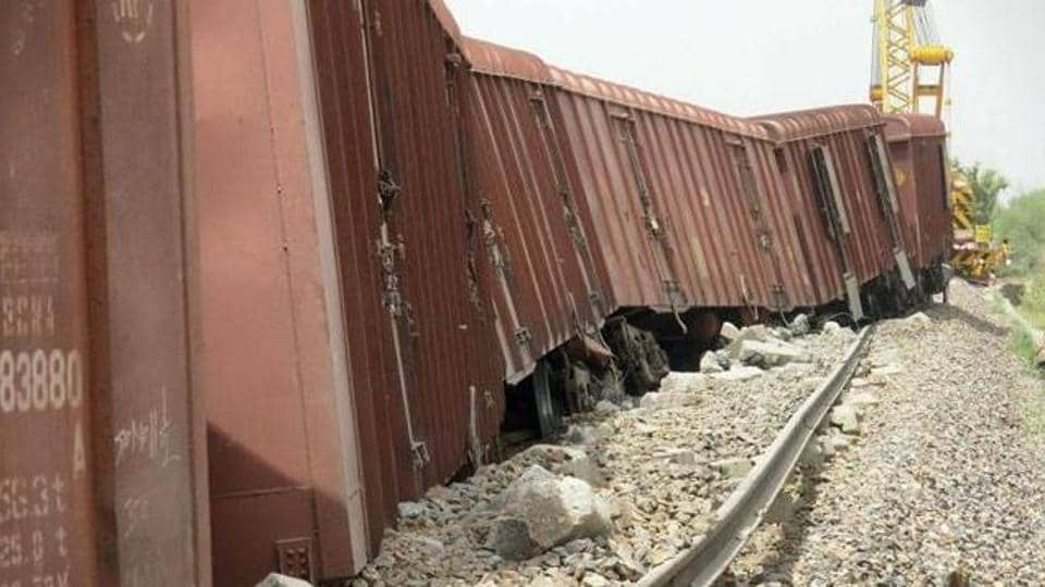 Haryana,Markanda river,train derails