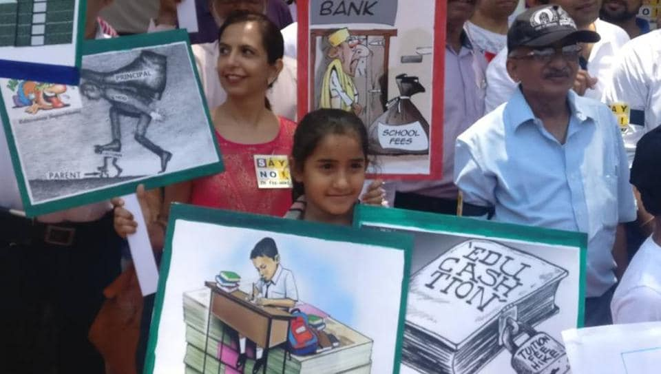 Parents from Ghatkopar, Dadar, Dombivli and Navi Mumbai protesting on Thursday.