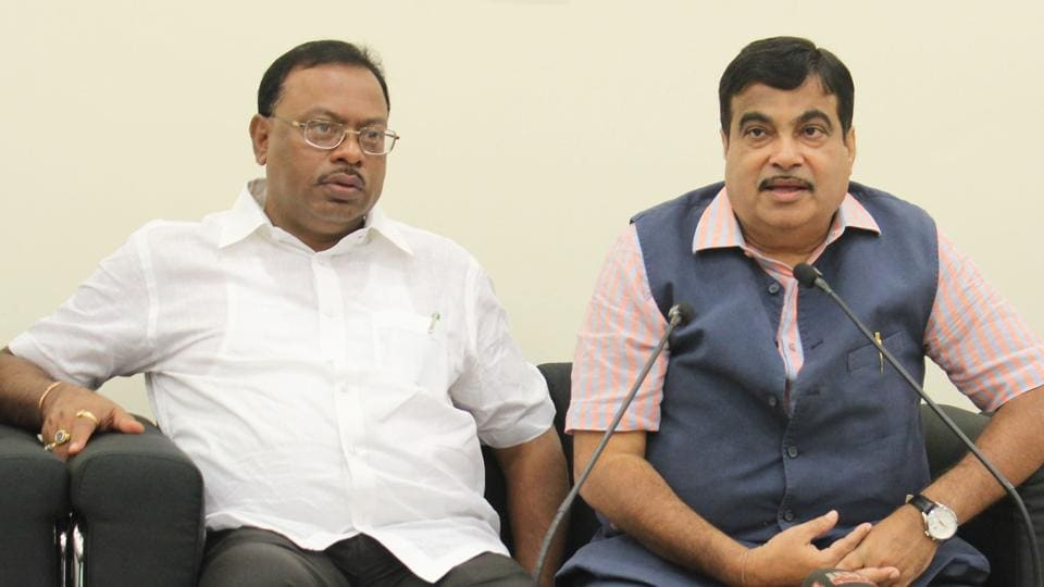 Maharashtra excise minister Chandrashekhar Bawankule (left) is cracking down on corrupt officials in his department.