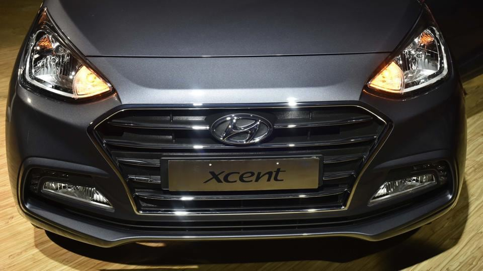 The new Xcent has got a new face, with horizontal chrome Cascade design grille instead of a honeycomb mesh. The design is more in line with Hyundai's Fluidic Design philosophy. (Vipin Kumar / HT Photo )