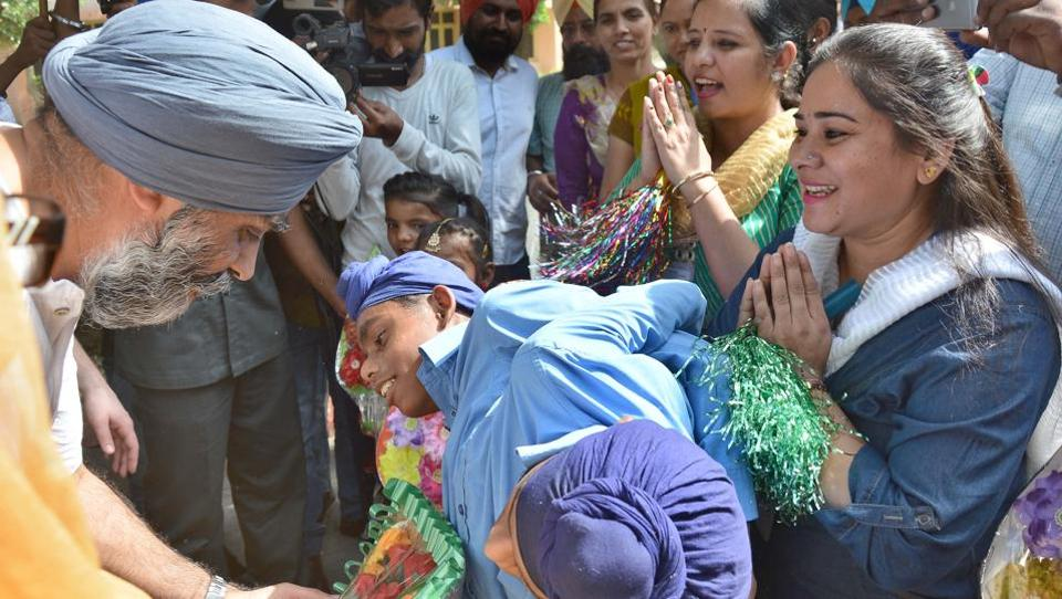 Sajjan interacting with conjoined twins, Sona and Mona, during his visit to Pingalwara in Amritsar on Thursday.  (Gurpreet Singh/HT)