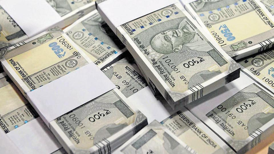 For someone with impaired eyesight, the lack of adequate embossing or engraving on the new Rs 500 and Rs 2,000 notes makes it difficult to differentiate between the notes.