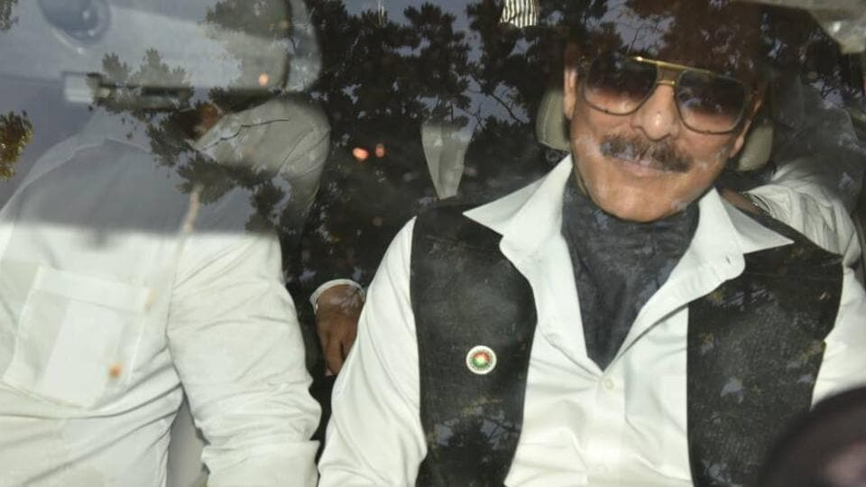 NBW against Subrata Roy cancelled after he appears in court