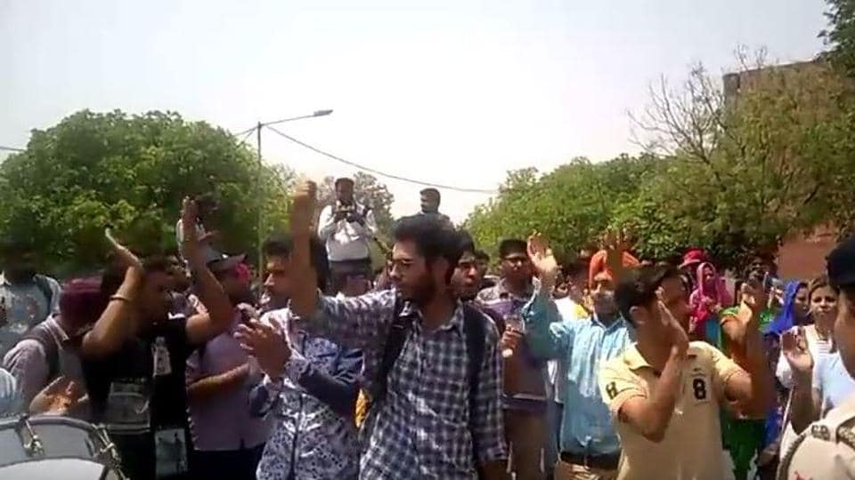 SFS activist held a protest outside Panjab University vice-chancellor Arun Kumar Grover's office on