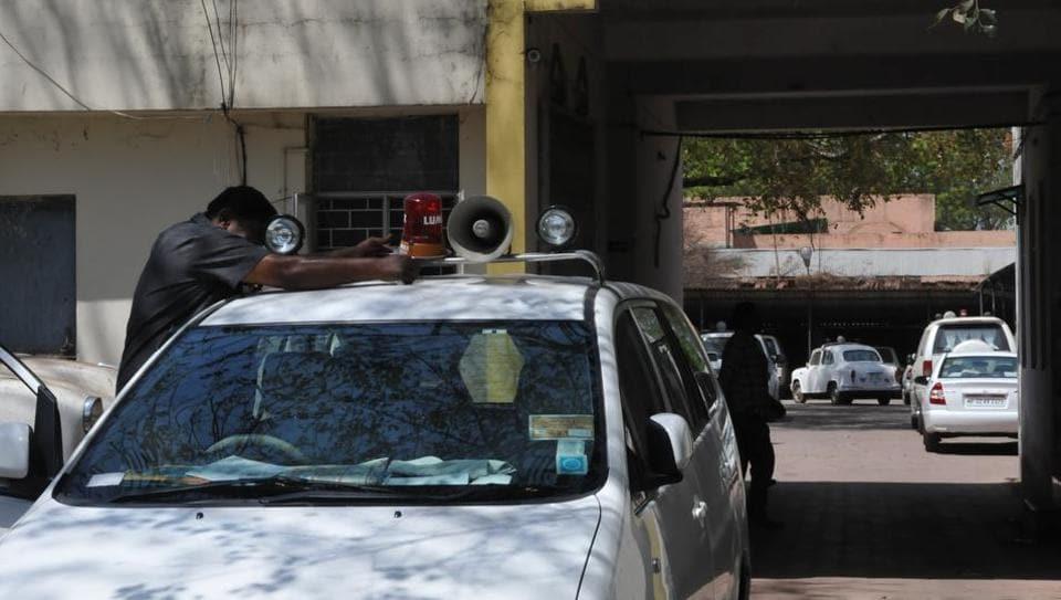 Yogi Adityanath beats Narendra Modi's deadline on red beacons