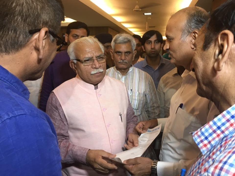 Representatives of RWAs met CM Manohar Lal Khattar at Haryana Bhawan in New Delhi on Thursday evening.