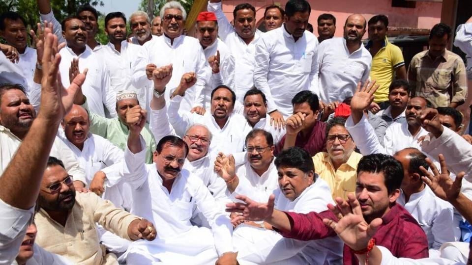 The SP leaders staged a sit-in protest at the Circuit House, where they were stopped from going to the affected localities