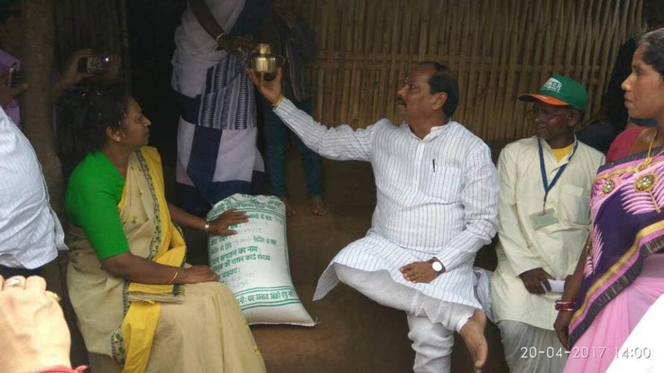 Chief minister Raghubar Das at the launch function of the food scheme at Littipara block of Pakur district