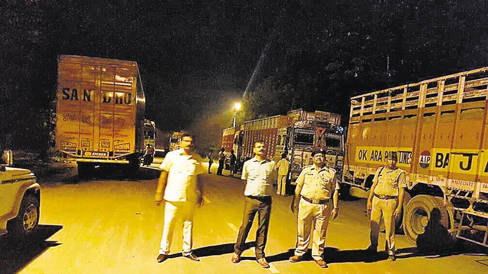 Overloading trucks,Campaign against corruption,Gautam Budh Nagar