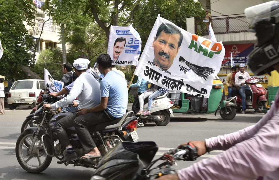 New Delhi, India - April 21, 2017: Aam Admi Party (AAP) supporters campaign for party candidate from Mayur Vihar Phase II during the last leg of MCD election campaigning in New Delhi, India, on Friday, April 21, 2017. (Photo by Mohd Zakir/ Hindustan Times)