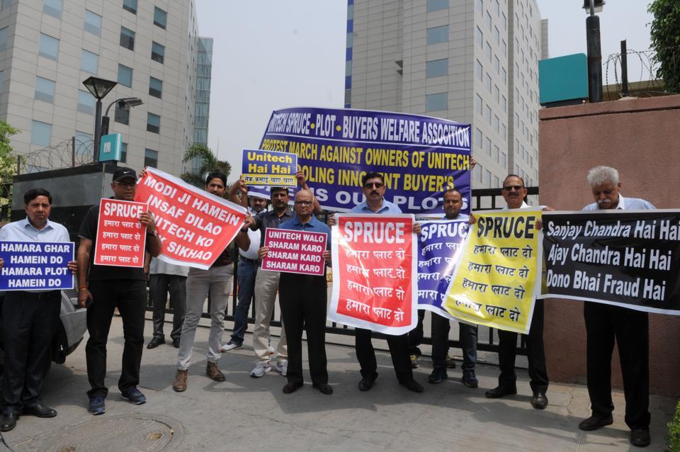 Unitech,plot buyers,protest