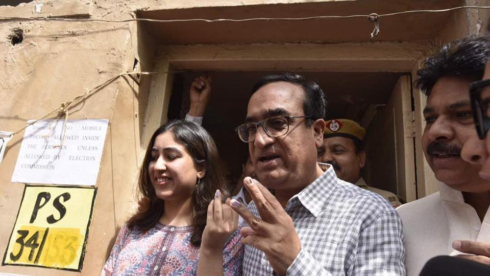 Congress leader Ajay Maken along with daughter Arushi at Rajouri Garden polling station. Elections to the three municipal corporations in Delhi took off around 8 am with Lieutenant Governor Anil Baijal being one of the first persons to be marked with the indelible ink at Masjid Moth polling booth in south Delhi. (Raj K Raj/HT Photo)