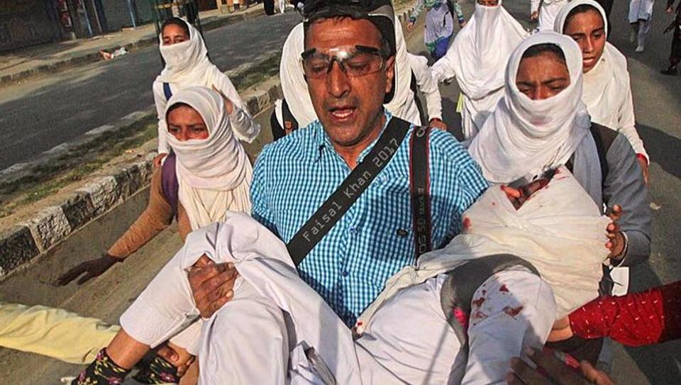 AP photojournalist Dar Yasin rushes to the hospital with Khusboo Jan.