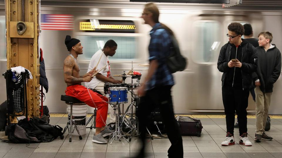 Men perform for tips on the subway platform in Manhattan on April 20, 2017.  (Shannon Stapleton/REUTERS)