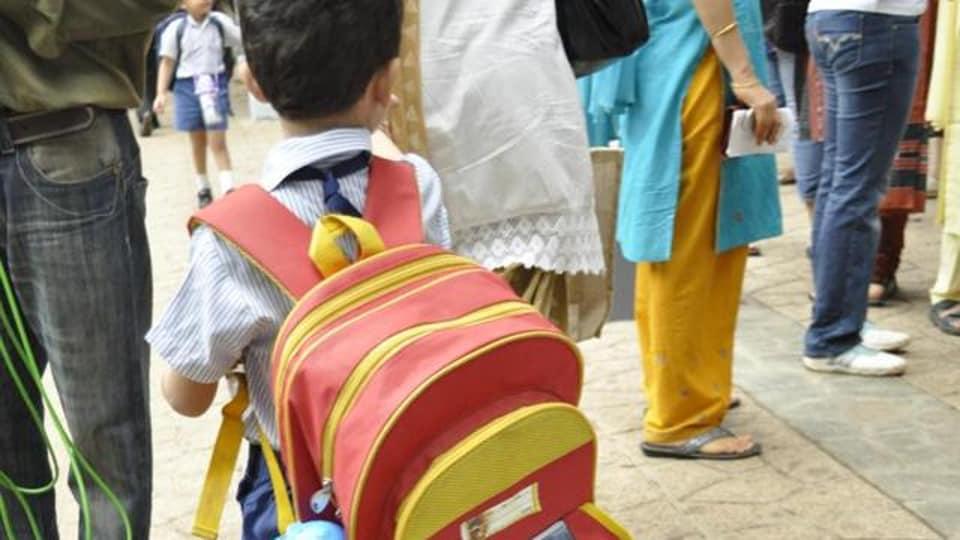 Manohar Lal Khattar,Haryana govt,school bag
