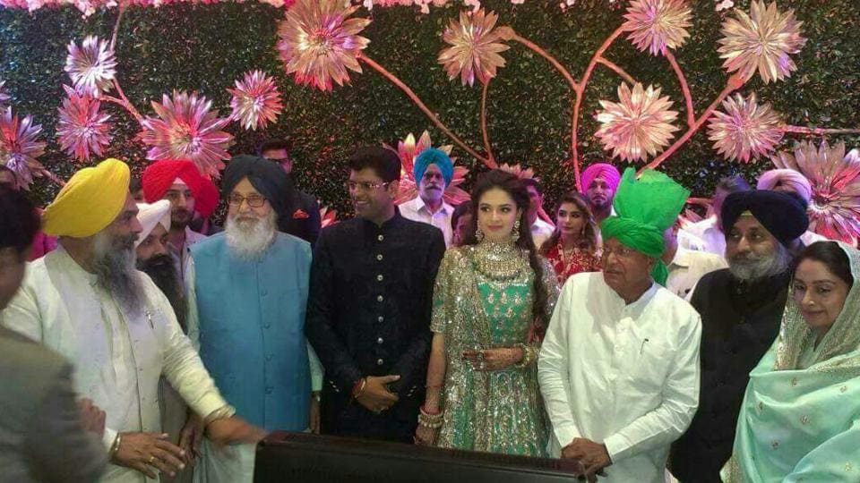 Former Punjab CM Parkash Singh Badal with other VVIPs at the reception of Hisar MP Dushyant Chautala.