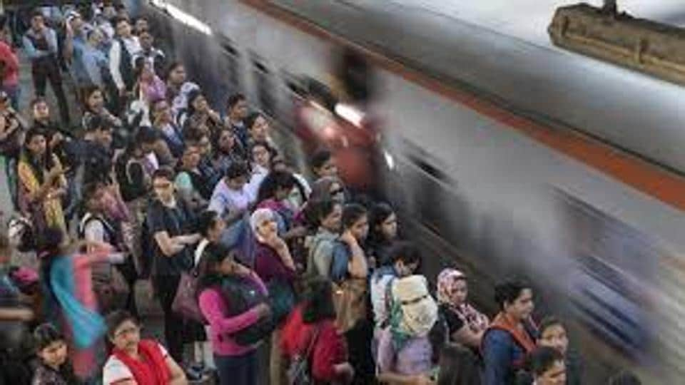 Mumbai railway commute,Mumbai train trouble,harbour line of central railway