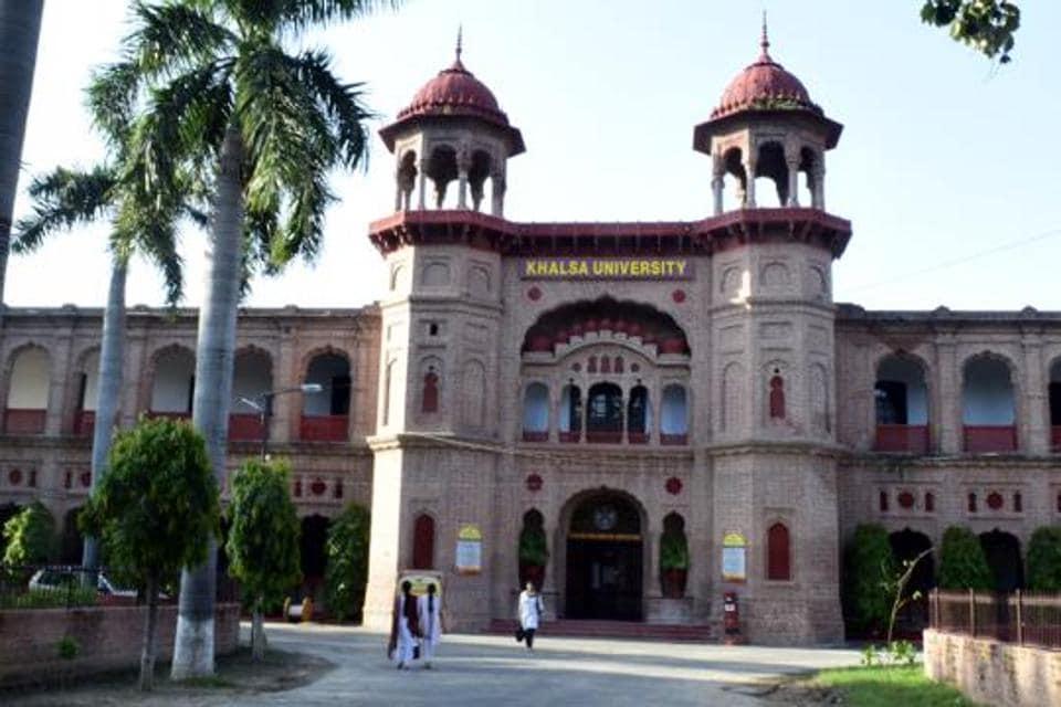 Gurmohan Walia took charge as vice-chancellor of Khalsa University on Monday.