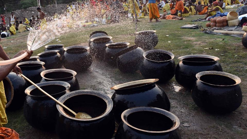 During the festival, 'Danduas' take food only once in a day and do not take water till Pani Danda in the evening.  (Arabinda Mahapatra / HT  Photo)