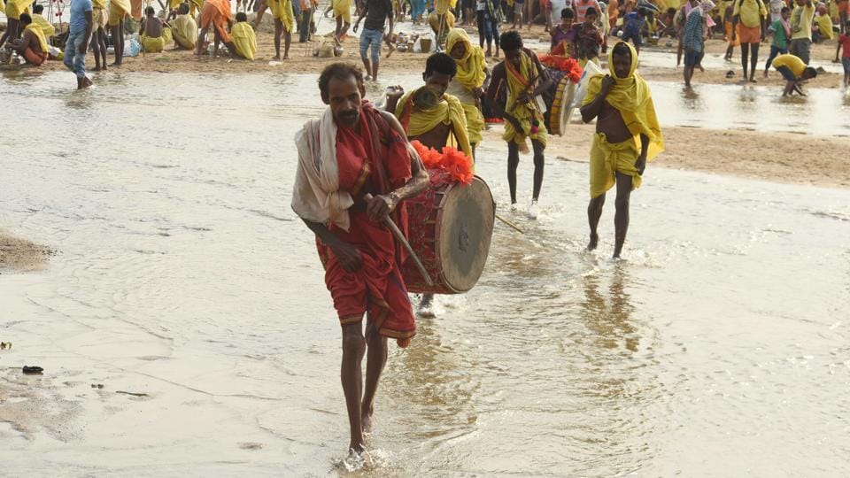 Dressed in  red, yellow and saffron  devotees  move out in the morning amidst beating of drums and blowing of conch shells and trumpet. (Arabinda Mahapatra / HT  Photo)