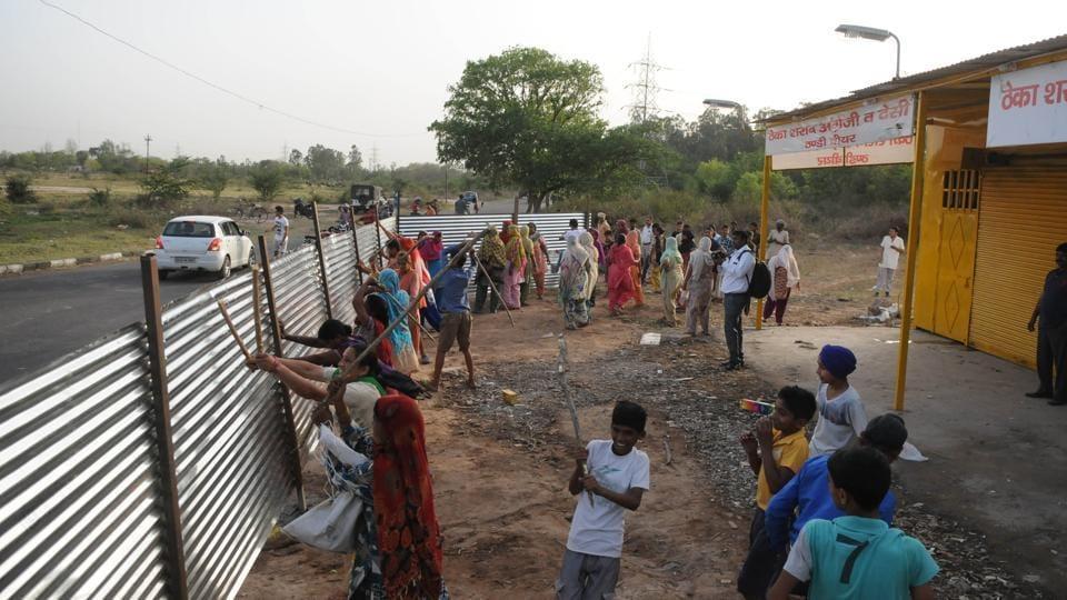 Protesters vandalising the newly-opened liquor shop near Saketri village of Panchkula.
