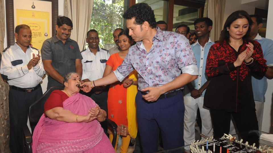 In his two-decade-long career, Sachin inspired thousands of young Indians. He celebrated his birthday with his family at his Mumbai home (Prakash Parsekar/HT PHOTO)