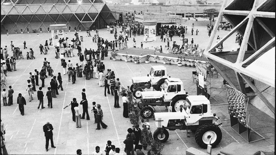 Visitors at Pragati Maidan exhibition ground looking at the range of tractors displayed at a pavilion in New Delhi. (SN Sinha / HT Photo)