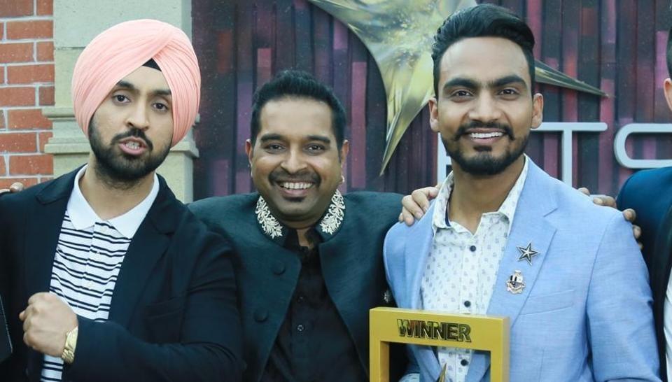 Reality show winner Bannet Dosanjh (right) with Diljit Dosanjh and Shankar Mahadevan at the award-winning ceremony.
