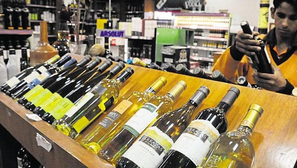 Madra high court,Tamil Nadu government,Highway liquor ban