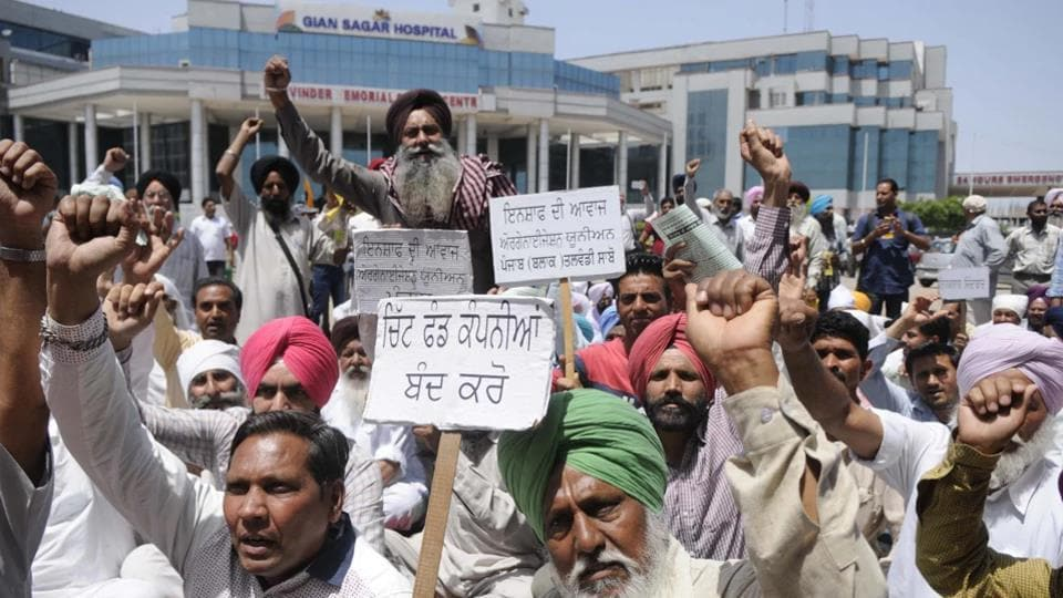 Members of 'Insaaf Di Awaaz' holding a protest against PACL and Gian Sagar management in Patiala on Monday.