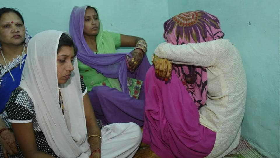 The bride's family alleged that they were asked for a dowry of ₹1 lakh and filed a police complaint in the issue.