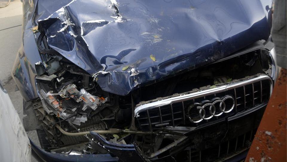 audi crash,Ghaziabad,Audi Q7