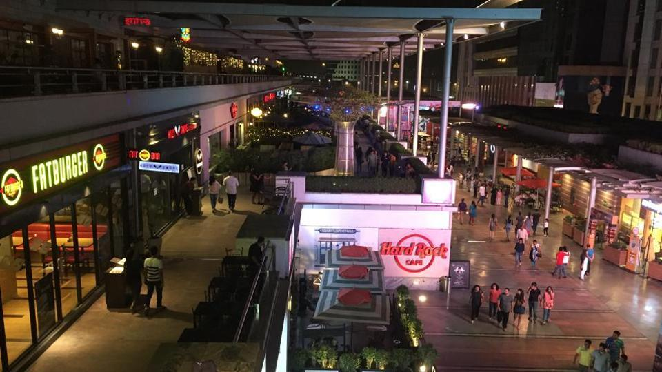 There are 34 pubs and bars in Gurgaon's CyberHub.