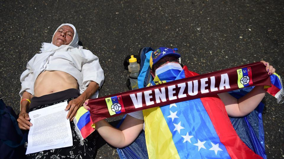 Venezuelan opposition activists take part in a massive demonstration in Caracas. (Ronaldo Schemidt/AFP)