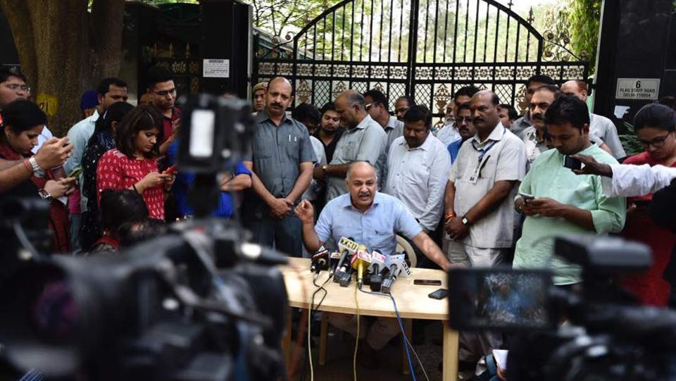 AAP squarely blamed the Electronic Voting Machines (EVMs) for the poor show. Rai briefly stepped outside to blame faulty EVMs for the rout they so hoped against. (Burhaan Kinu/HT Photo)