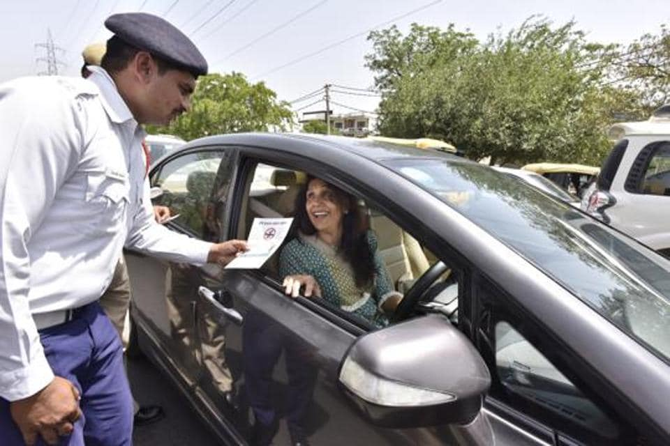 The traffic police has started sending court summons to challan violators and they will now be called to the court to face charges and pay the penalty.