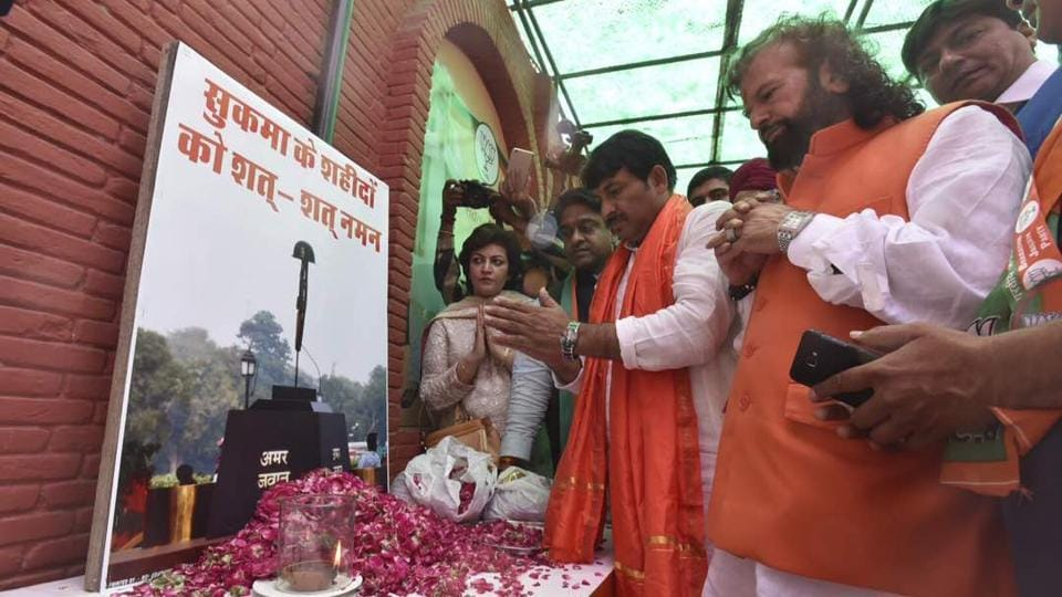 Delhi BJP priesdent Manoj Tiwari pays tribute to CERPF Jawans who lost their life in Sukma. The BJP won 25 wards, AAP four and Congress three wards till 12.19pm. Voting for 270 of the total 272 wards of the three municipal corporations saw around 54% voting on Sunday. (Raj K Raj/HT Photo)